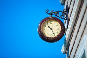 Lees meer over het artikel Heffing reclamebelasting voor klok aan gevel